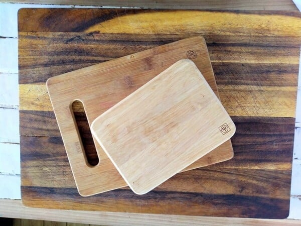 Wooden cutting boards of various sizes