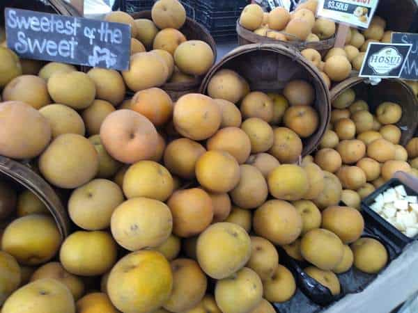 Asian pears at the farmers market